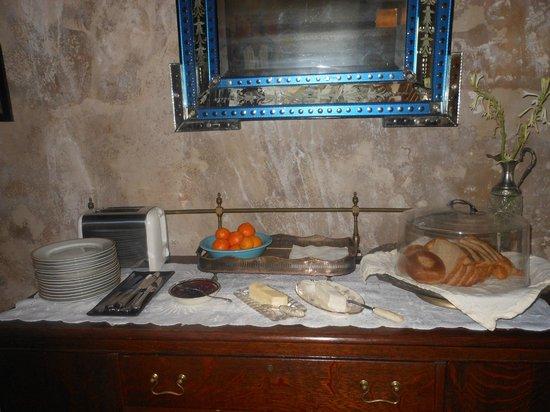 Villa Herencia: Breakfast