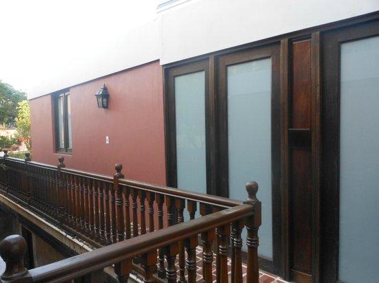 Villa Herencia: Door to suite