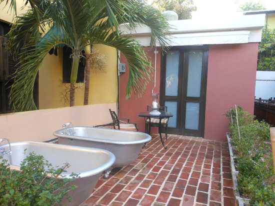Villa Herencia: Outside are suite doors