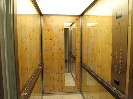 Swissotel Dresden: Elevator