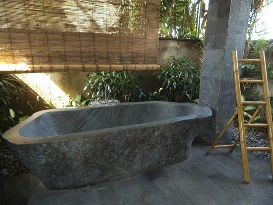 Villa Ayo : outdoor bathroom