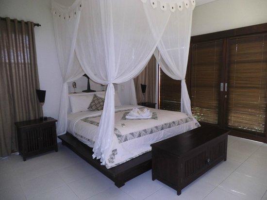 Villa Ayo : downstairs bedroom