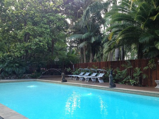 Gaia Retreat & Spa: the pool and hot spa area 