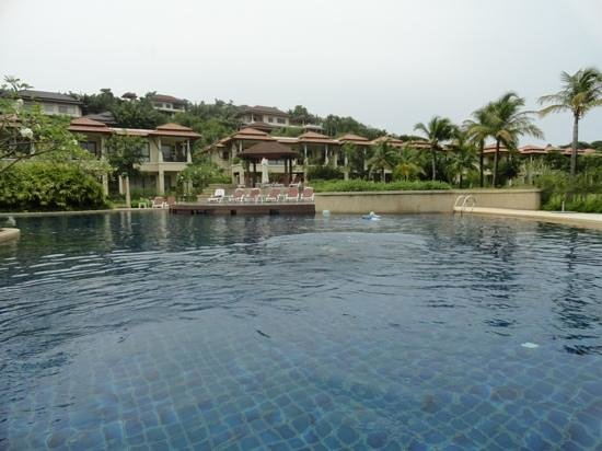 Outrigger Laguna Phuket Resort & Villas: Pool by the villas