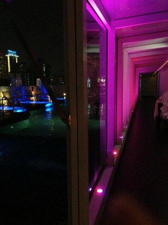 دريم بانكوك: The light show never ends! Pool/Roof-top Flava Bar 