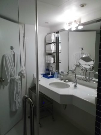 Dream Bangkok: So clean and so many amenities...even a scale!