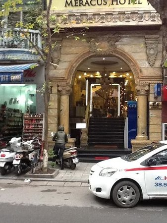 Hanoi Meracus Hotel 1: Hotel front from across the road