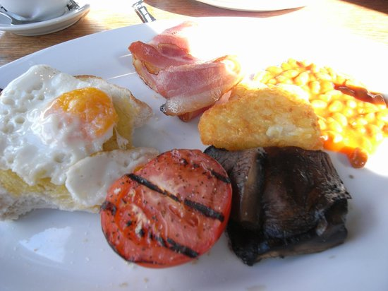 Brazz Steakhouse & Bar: All day breakfast with missing sausage