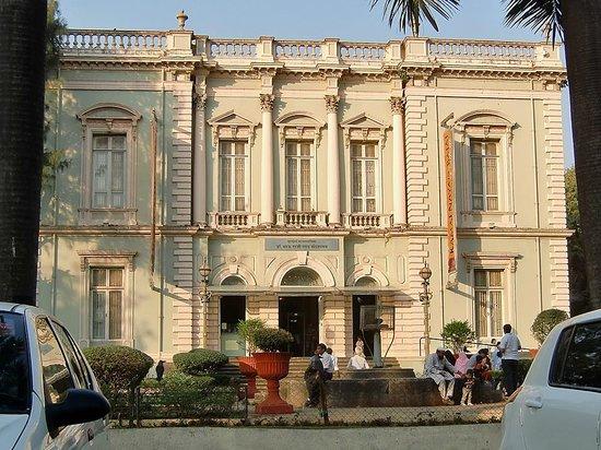 Bhau Daji Lad Museum: Beautiful building exterior