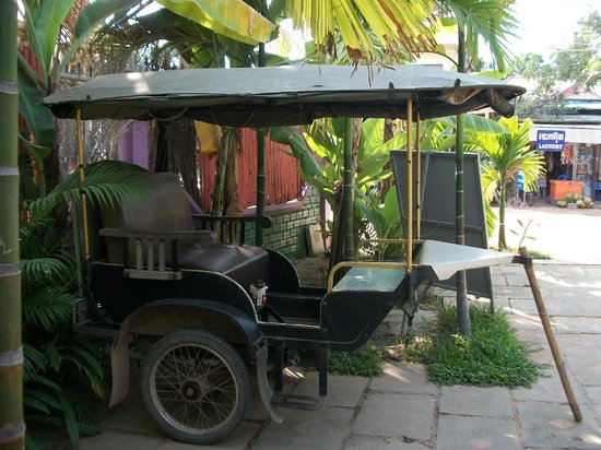Palm Garden Lodge: Parked tuk tuk