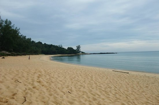 Tanjong Jara Resort: Tranquil beach