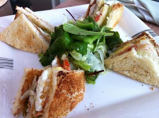 Holiday Inn Resort Dead Sea: club sandwich 7.50JOD