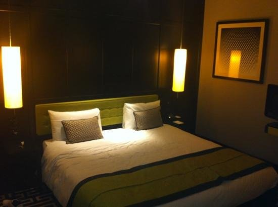 The Fitzwilliam Hotel Belfast: le lit immense