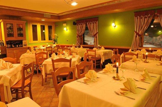 Hotel Eira: Ristorante Pizzeria con forno a legna