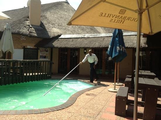 Werners Lodge and Bistro: immaculate pool