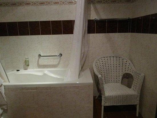 Aurus: ファミリースイートのバスルーム