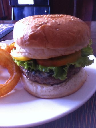 Lone Star Saloon Bar and Guest House: Burger