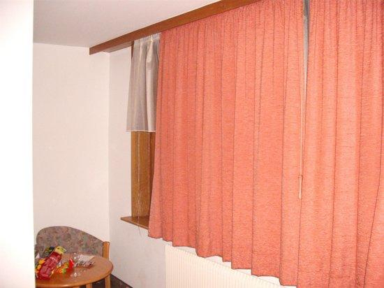Hotel Traube: Zu kurze Vorhänge