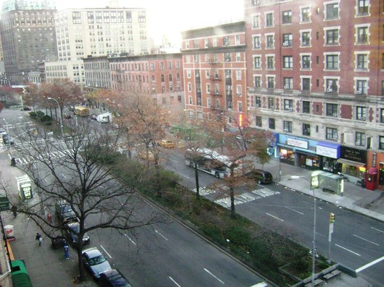 Broadway Hotel and Hostel: view of broadway from corner room