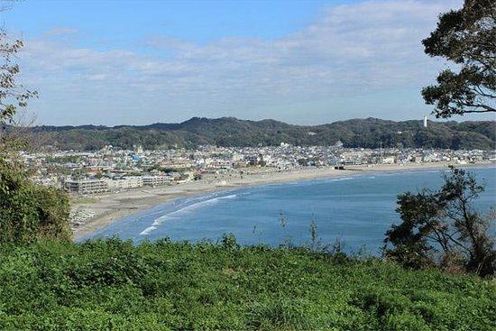 Kamakura Kaihin Koen Inamuragasaki: 仏法寺跡からの由比ヶ浜方面の眺め