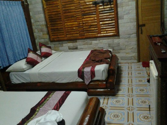 Rim Doi Resort: Beutifull clean Room- beware of the mattress it's wood covered with cloth.