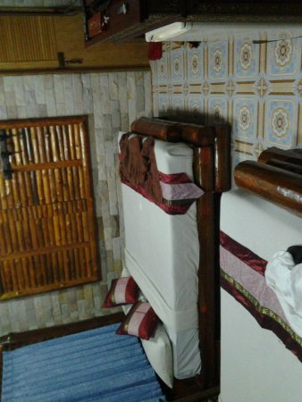 Rim Doi Resort : Beutifull clean Room- beware of the mattress it's wood covered with cloth.