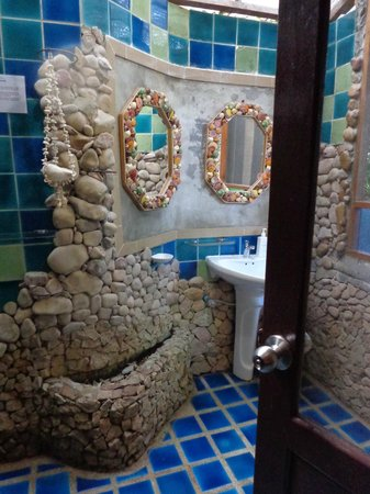 Charm Churee Villa: bathroom