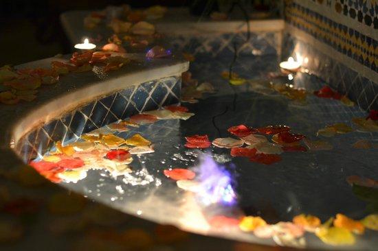 Riad Princesse du Desert: La fontaine de la cour intérieure