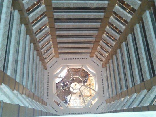 The Ritz-Carlton, Doha: Blick von oben in die Lobby