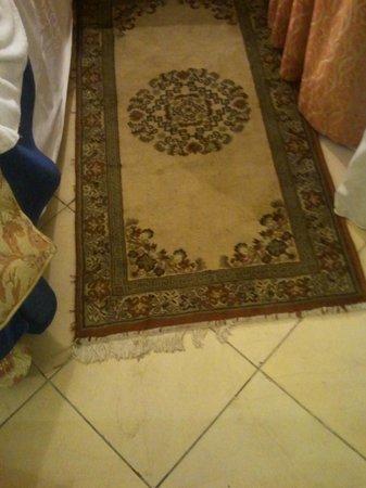 Ryad Mogador Gueliz: tappeto sporco