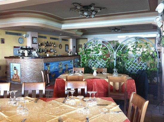 Hotel Ristorante Olimpo: Vista della sala