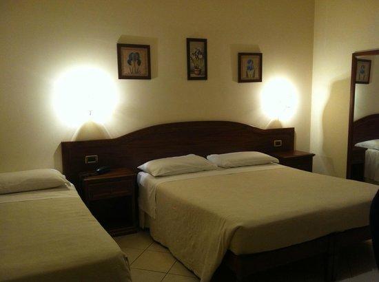 Hotel Ristorante Olimpo: Camera Matrimoniale