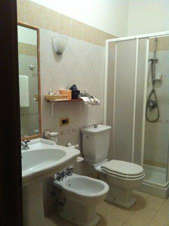 Hotel Ristorante Olimpo: Bagno della camera