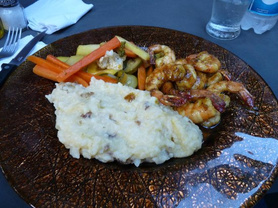 Lily Pond House Restaurant : Delicious shrip with garlic mashed potatoes