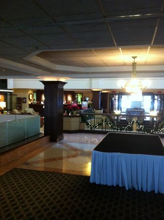 Sheraton Suites Akron Cuyahoga Falls: interior lobby