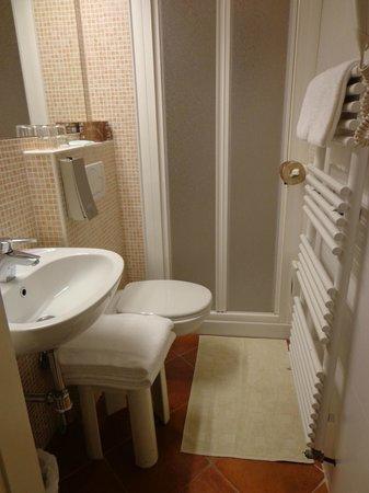 Hotel Kursaal Ausonia: baño 2