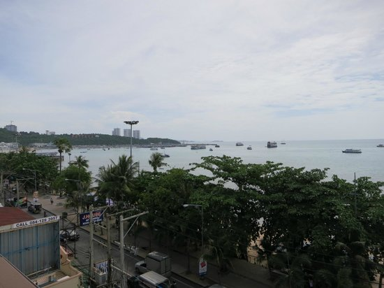 Baywalk Residence Pattaya: View from bar.