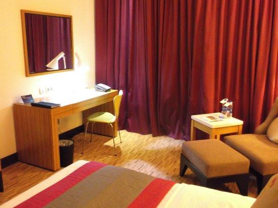 Radisson Blu Hotel, Muscat: desk