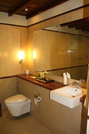 "Tea Bungalow : Bathroom at room ""Cochin"" @ Tean Bungalow (Cochin - India)"