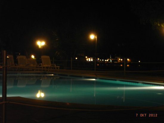 Galatea Sea Palace: Abendstimmung am Pool