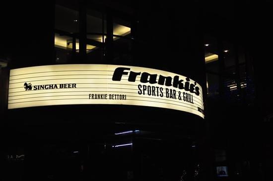 Frankie's Sports Bar & Diner: Insegna