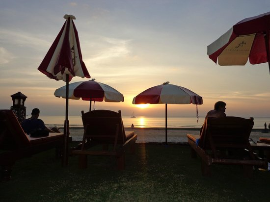 Royal Lanta Resort and Spa: sunset from loungers
