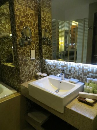 The Cocoon Boutique Hotel: Bathroom