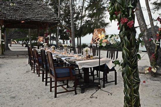 Anna of Zanzibar: La table du nouvel an 2013 sur la plage (5 bungalows, 12 personnes!)
