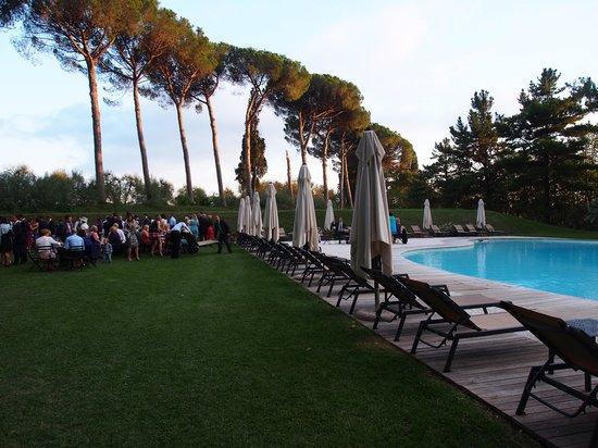 Borgo Di Colleoli Resort Tuscany: appertifs by the pool