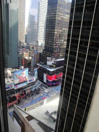 New York Marriott Marquis: vue sur times square de ma chambre