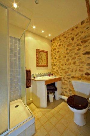 Leone Haute: Salle d'eau Vipérine