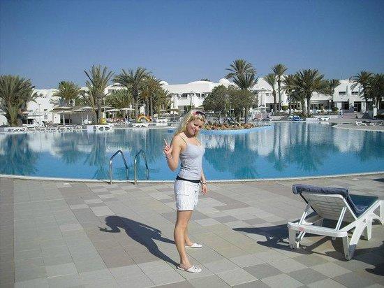 El Mouradi Djerba Menzel: Jag vid poolen!