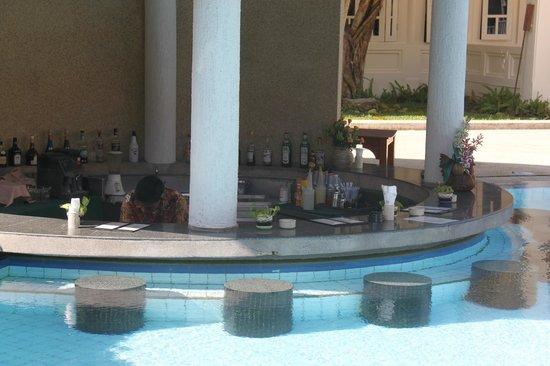 Aonang Villa Resort: Pool Bar