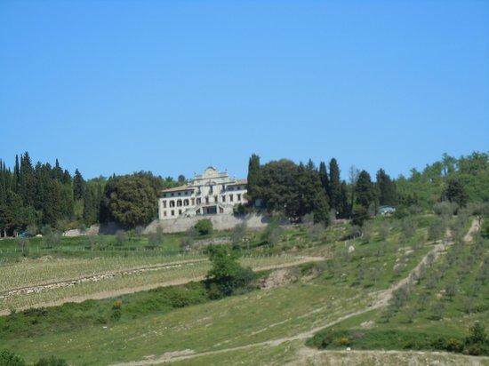 Villa  Vistarenni: dalla strada